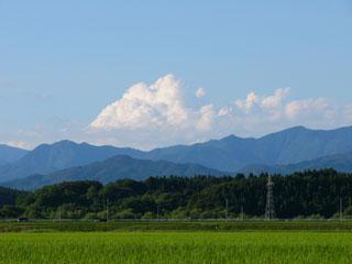 夏の雲と白神山地
